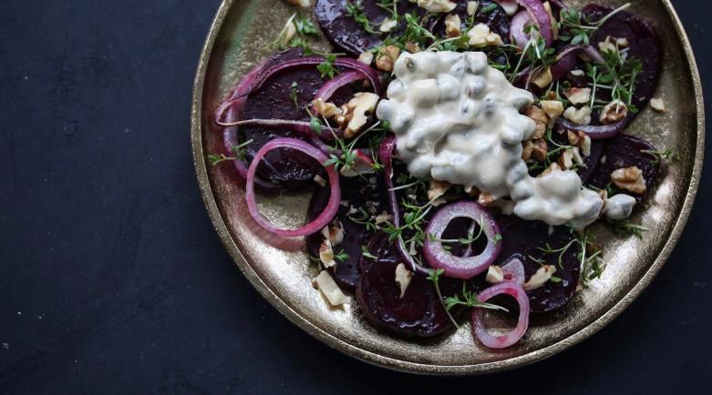 5 receitas de saladas quentes para manter a alimentação saudável no inverno