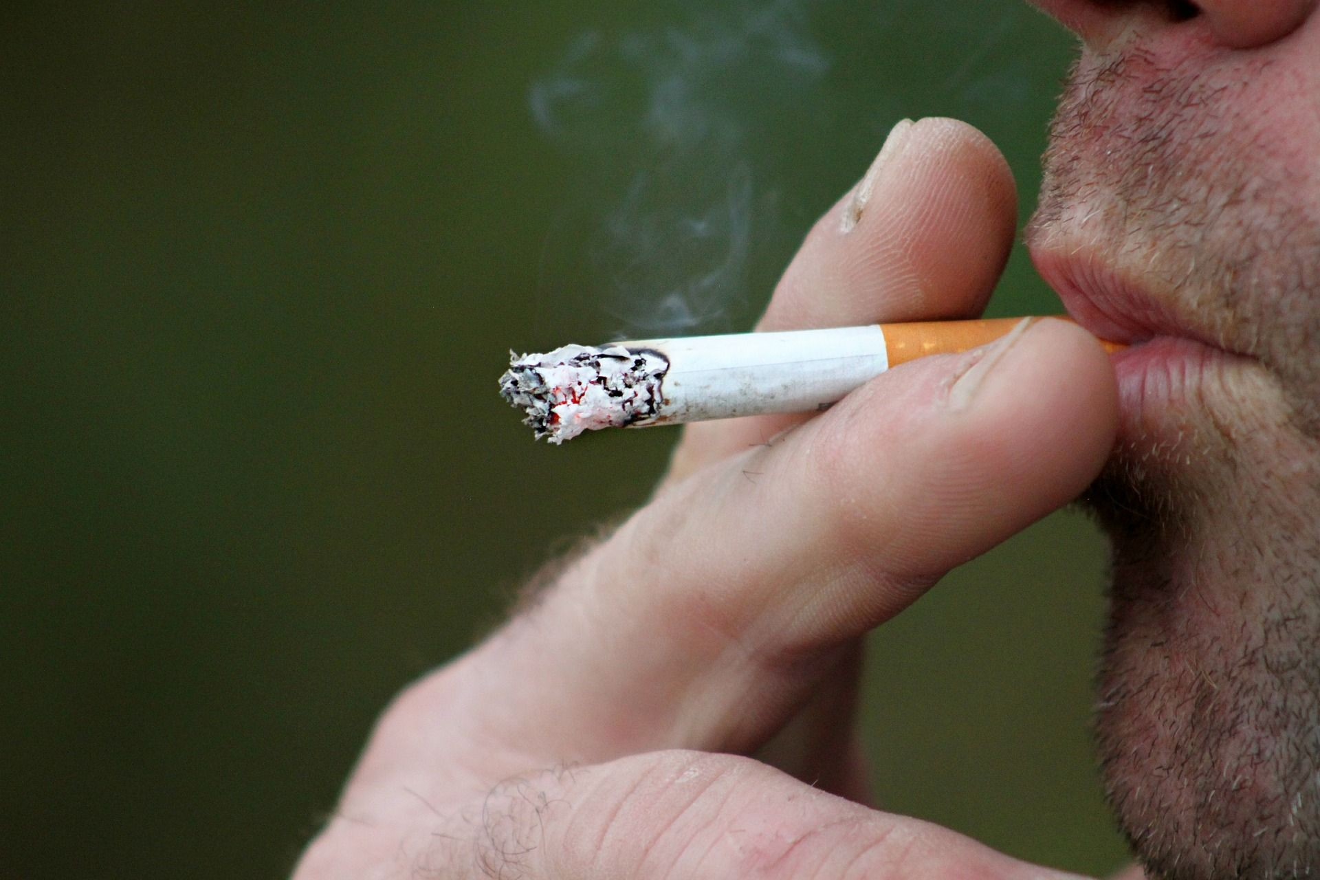 O que é preciso saber sobre a saúde bucal dos fumantes